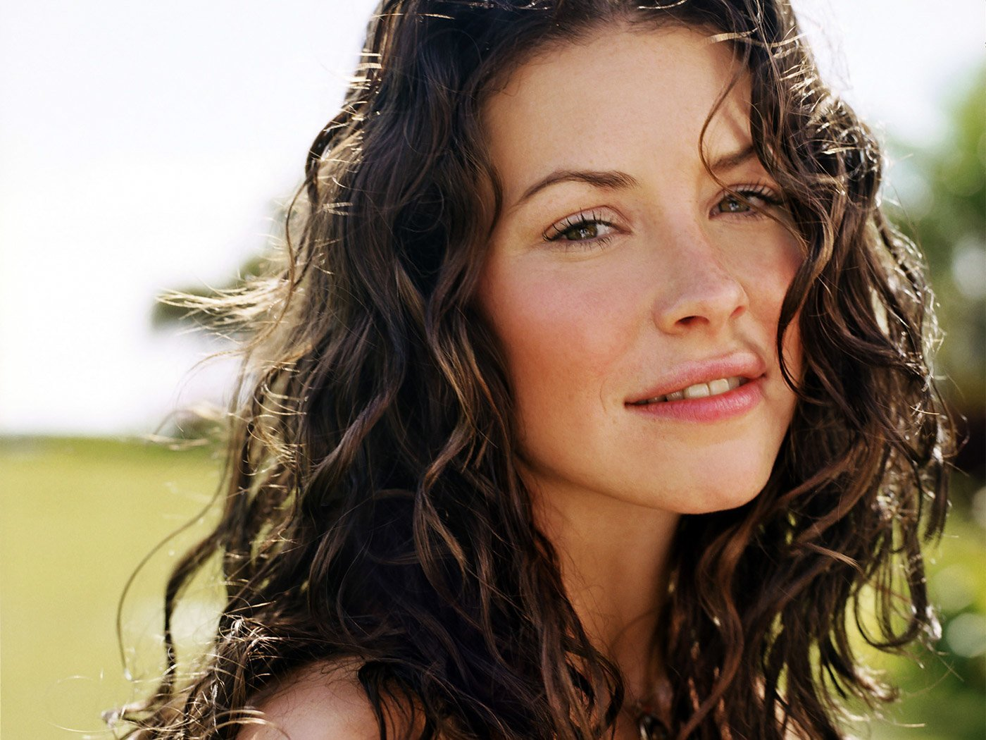 Video: Evangeline Lilly Takes A 'Real Steel' Break To Talk About 'The Hobbit'