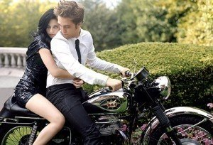 Kristen Stewart Alienates Self From Taylor Lautner. Pattinson Finds Comfort With Katy Perry