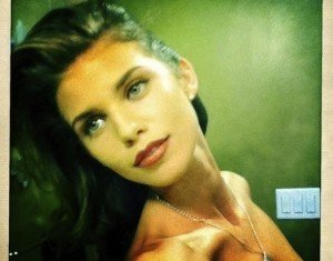 Oops! '90210' Star AnnaLynne McCord Accidentally Tweets Topless Photo