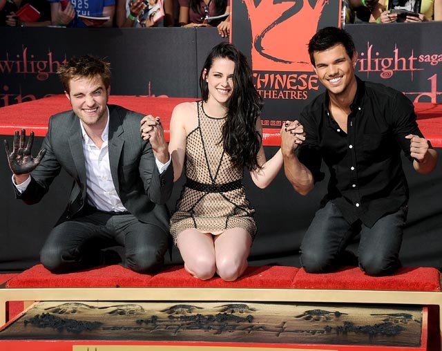 Watch Kristen Stewart, Robert Pattinson and Taylor Lautner Leave Their Handprints on Hollywood