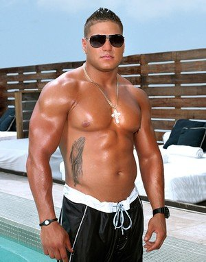 'Jersey Shore' Star Ronnie May Not be Able to Join the Cast in Italy