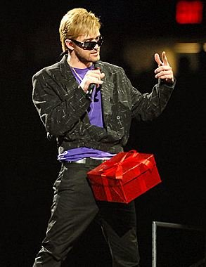 Justin Timberlake to Host Season Finale of SNL (Watch JT's Famous Digital Short - Hint: It's In a Box)
