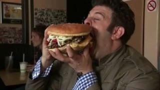 Watch Man v. Food Season 3 Episode 34 - Beefin' Up Online