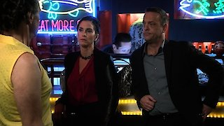 Watch The Neighbors Season 2 Episode 18 - A Night in (Lou Ferr... Online