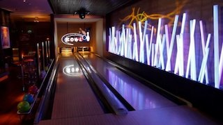 Watch Four Houses Season 2 Episode 8 - ...and a Bowling All... Online