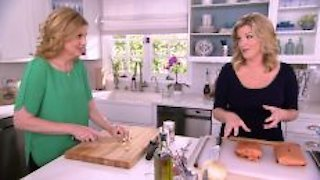 Watch Trisha's Southern Kitchen Season 6 Episode 2 - Comfort to the Max Online
