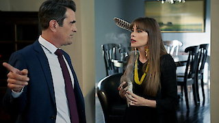 Watch Modern Family Season 9 Episode 10 - No Small Feet Online