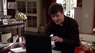 Watch Modern Family Season 7 Episode 17 - Express Yourself Online