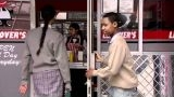 Watch Everybody Hates Chris - Everybody Hates Chris - Date With A Giant Online