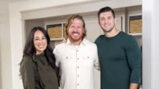Watch Fixer Upper Season 5 Episode 10 - Touchdown For A Fami...Online