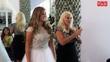 Watch Counting On - Kendra Tries On Her Sparkly Wedding Dress | Counting On Online