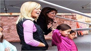 Watch Sarah Palin's Alaska Season 1 Episode 5 - Alaskan Hospitality Online
