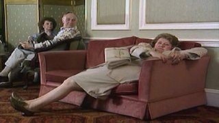 Watch Keeping up Appearances Season 2 Episode 4 - Hyacinth Tees Off Online