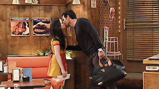 Watch 2 Broke Girls Season 5 Episode 22 - And the Big Gamble Online