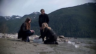 Watch The Secret Circle Season 1 Episode 22 - Family Online