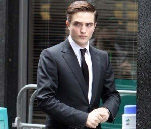 'Cosmopolis' Star Robert Pattinson Set For Livestream Chat Event