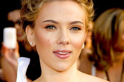 Scarlett Johansson Neither A 'Follower' Nor 'Friend' of Twitter, Facebook