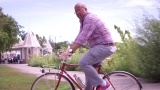 Watch Bizarre Foods - Host's Hometown: Andrew Zimmern's Minneapolis Tips Online