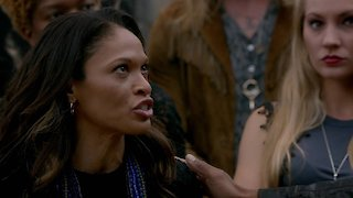 Watch The Originals Season 3 Episode 22 - The Bloody Crown Online