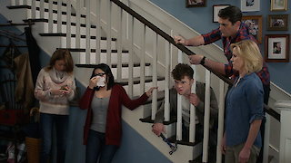 Watch Modern Family Season 8 Episode 21 - Alone Time Online