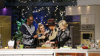 Watch Martha & Snoop's Potluck Dinner Party Season 1 Episode 9 - Keepin' It In The Fa... Online