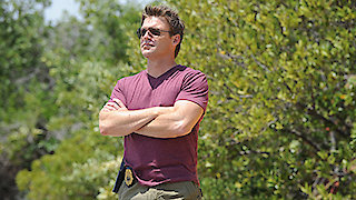 Watch The Glades Season 4 Episode 8 - Three's Company Online